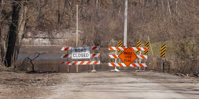 Flooding Mississippi River tests communities as it surges